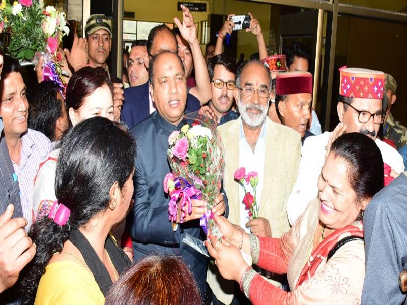 Chief Minister Shri Jai Ram Thakur being welcomed  at Manali  on 12 June 2018.