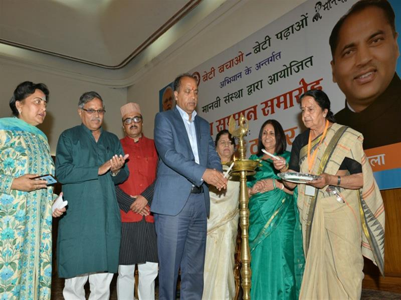 Chief Minister Shri Jai Ram Thakur lighting the lamp on the occasion of Betion Ka Samman function organized by Manavi Organization at Shimla on 14 June 2018.