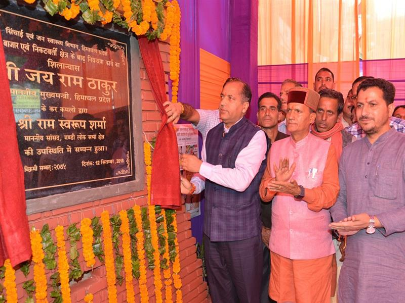 Chief Minister Shri Jai Ram Thakur laying foundation stone  of flood protection work at Thunag on 12Sep 2018