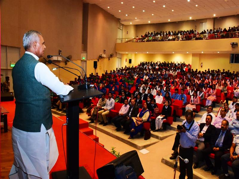 "Governor Acharya Devvrat speaking during ""Acharya Ki Pathshala"" at Horticulture University, Nauni in Solan district on 10 October 2018"