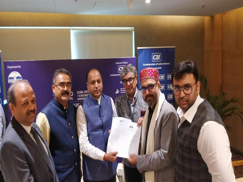 Chief Minister Shri Jai Ram Thakur during the signing of Rs 100 crore MoU between State Government and  Creative Choice Group at Ahmedabad on 12 July 2019.