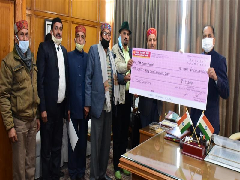 Chief Minister Jai Ram Thakur being presented a cheque at Shimla today.