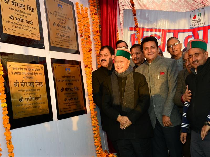 Chief Minister Shri Virbhadra Singh laying foundation stone and inaugurating various project at Dharamshala on 11 January 2017.