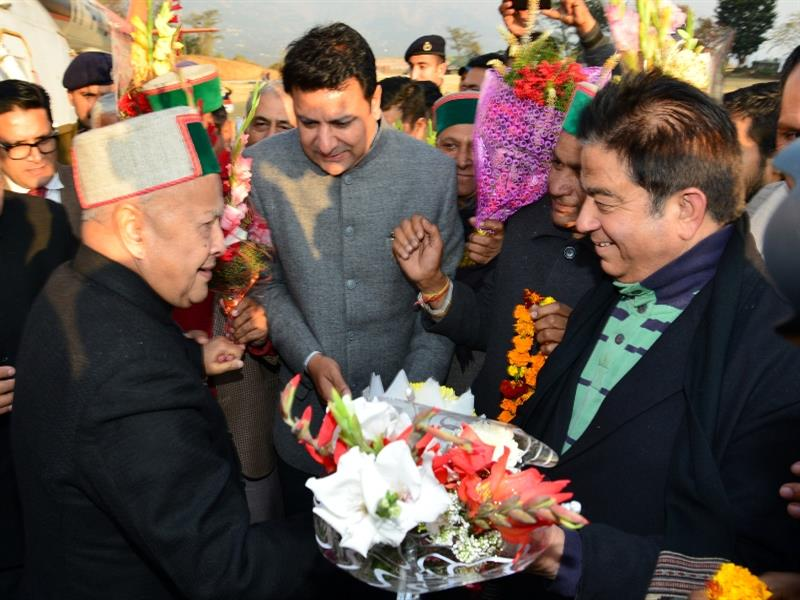 Chief Minister Shri Virbhadra Singh  being welcome at Dharamshala on 11 Jan 2017.