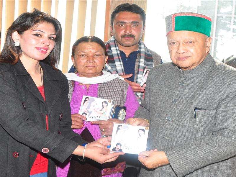 Chief Minister Shri Virbhadra Singh releasing audio-video album 'Style' of Himachali folk singer Miss Pooja Chaudhary at Shimla on 14 Feb 2017