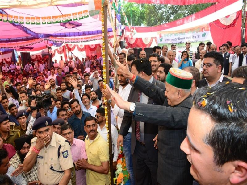 Chief Minister Shri Virbhadra Singh  waving to the public during a public meeting at Gagret in  Una district on 20 March, 2017.