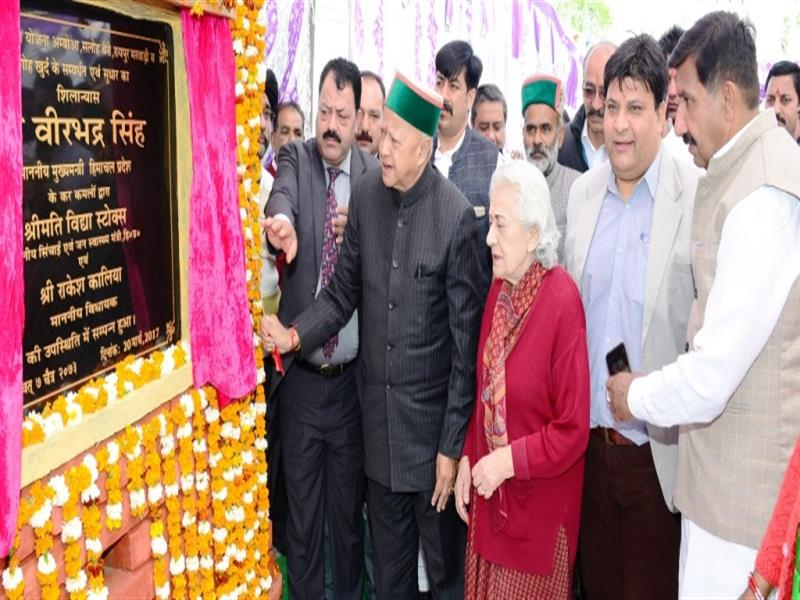 Chief Minister Shri Virbhadra Singh  laying foundation stone of  argumentation of LWSS Amboa Saloh berry Marwari at Marwadi in Una district on 20 March, 2017.