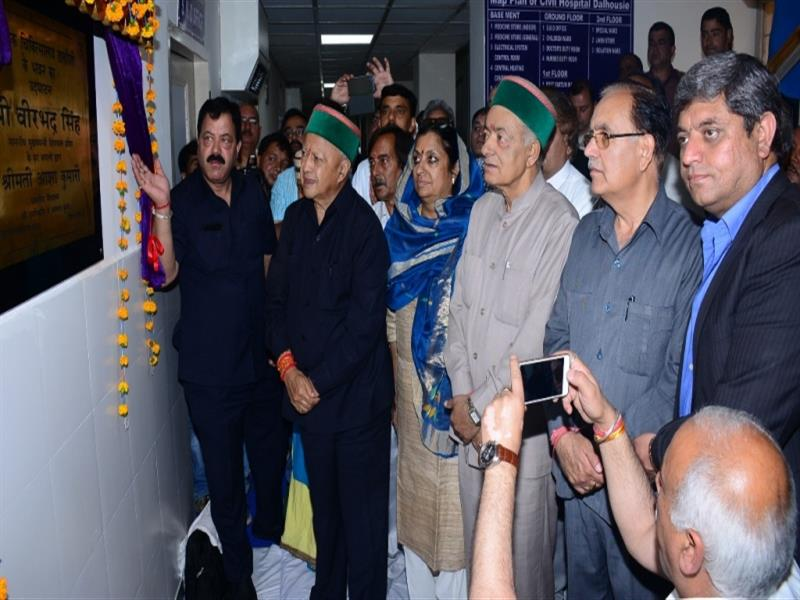 Chief Minister Shri Virbhadra Singh inaugurating 50 bedded Civil Hospital Dalhousie in  Chamba on 17 April 2017.