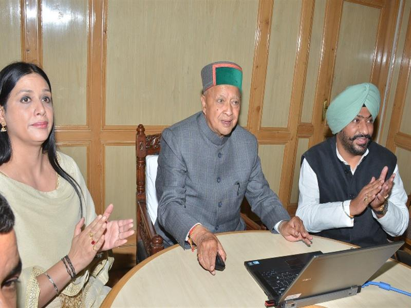 Chief Minister Shri Virbhadra Singh launching the website of H.P Building & Other Construction Work Welfare Board at Shimla on 7June 2017.